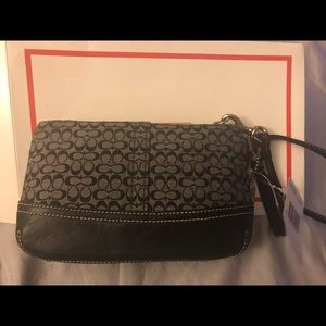 NWT Coach wristlet F40269 SBKWT black and White